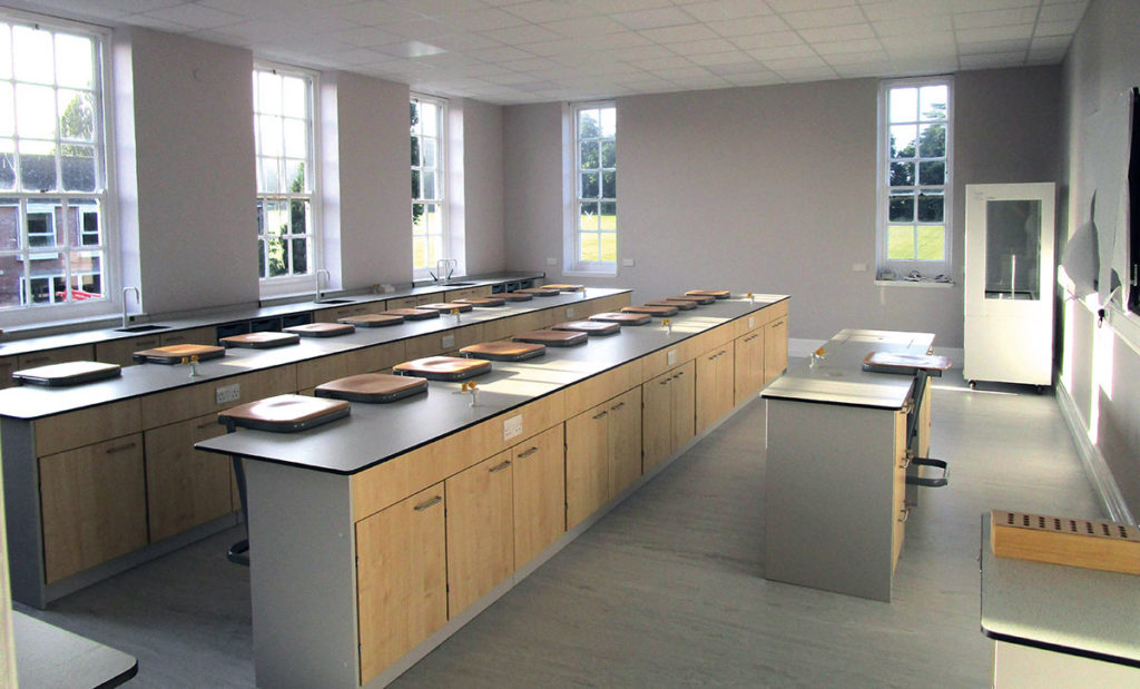 traditional look modern science classroom furniture solution